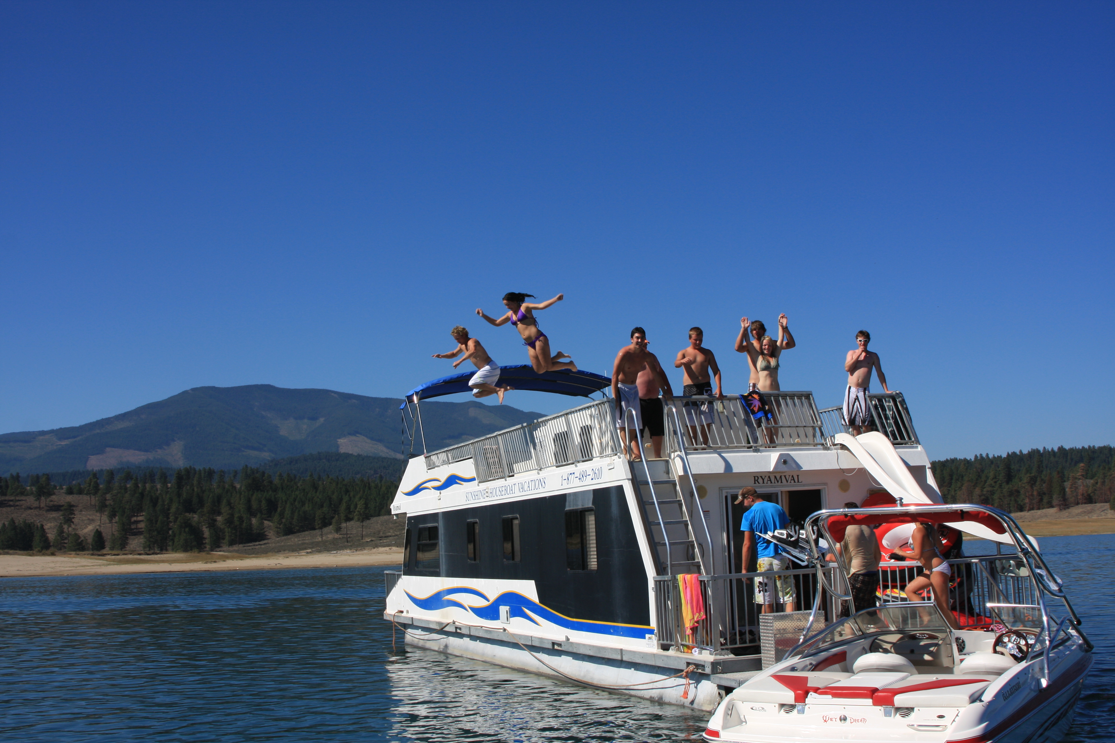 Sunshine Houseboat Activities