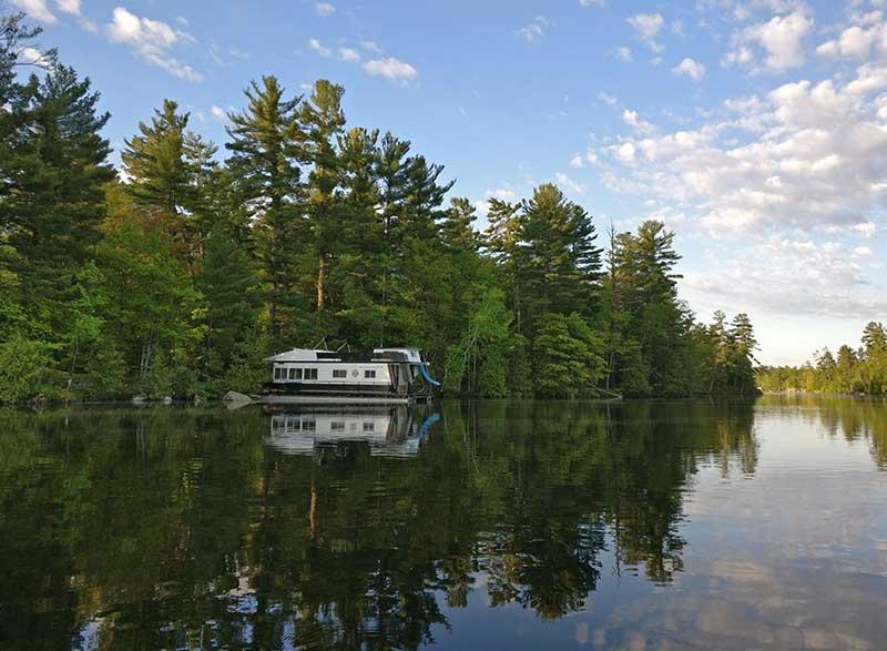 mooring a houseboat
