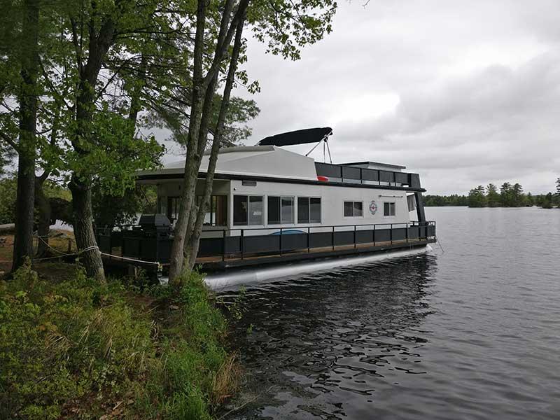 Wolf Island, houseboat moor